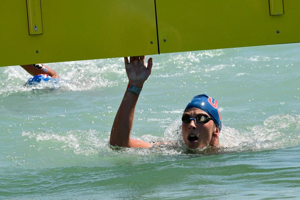 Ashley Twichell becomes oldest U.S. swimmer to win open-water world title