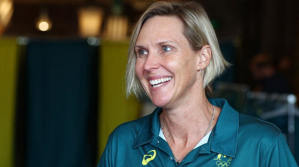 Susie O'Neill answers Katie Ledecky by balancing beer while swimming | OlympicTalk